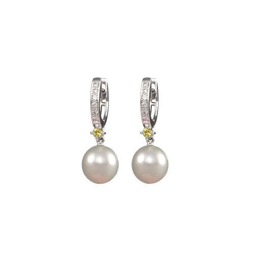 LAVERA Pearl and Diamond Earrings